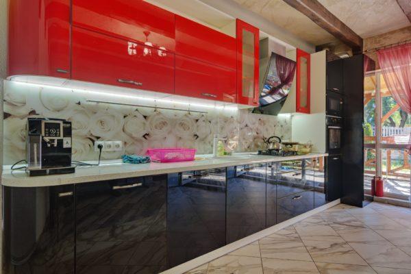 Глянцевая кухня в стиле модерн в Калининграде