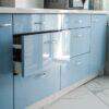 Большая прямая глянцевая кухня на заказ в Калининграде