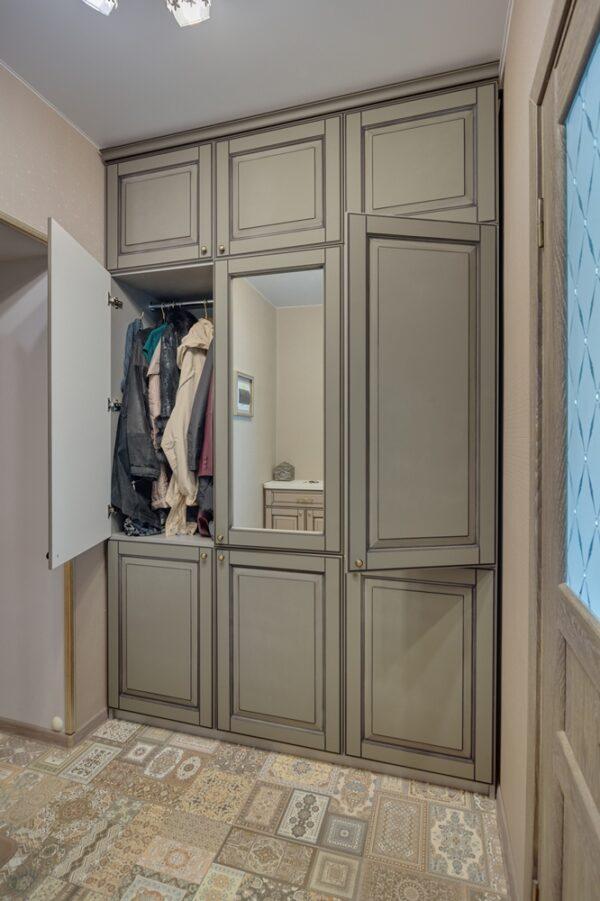 Шкаф в прихожую на заказ в Калининграде