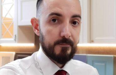 Алекпер - дизайнер салона Магия кухни